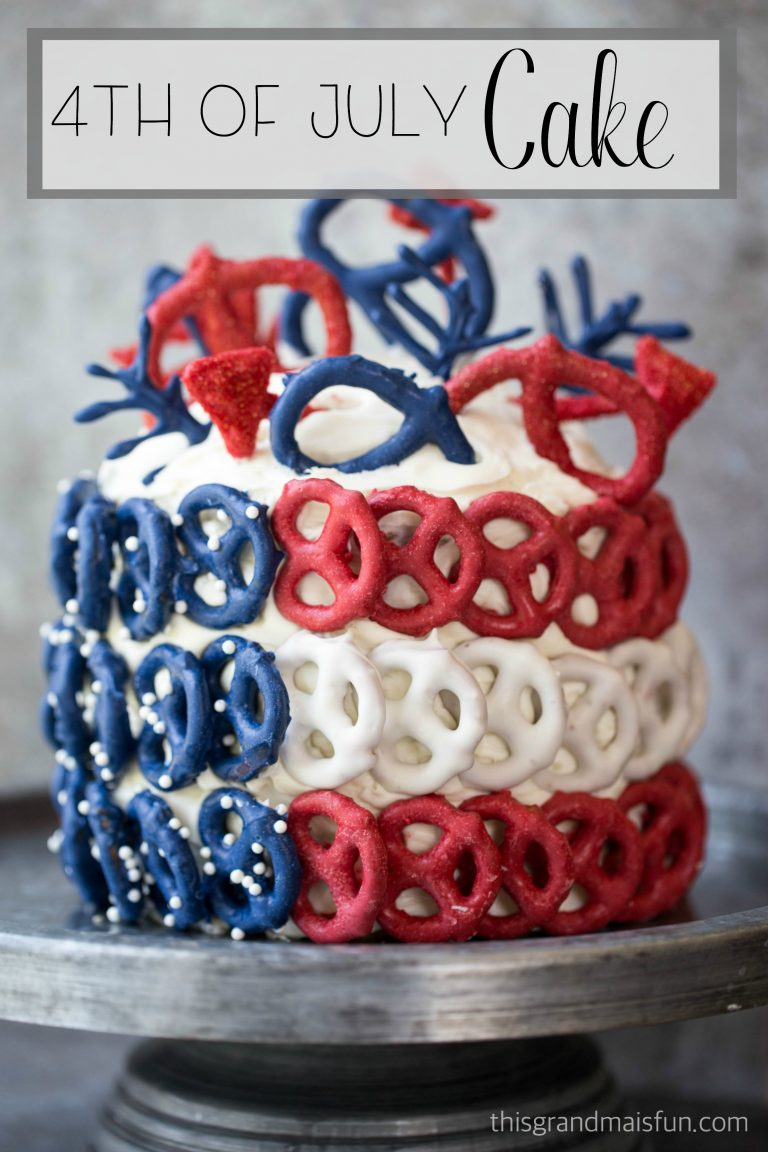 We've found 15 of the Best 4th of July Cakes. Pretty, yummy and Red White and Blue, these fun and easy Cake Recipes are perfect for your Fourth of July party or Memorial Day barbecue. These 15 Patriotic Cakes are some of the best 4th of July desserts that we could find. Pin these easy to make Independence Day Treats for later and follow us for more 4th of July Food Ideas.